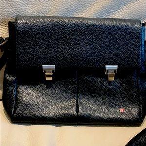🎁 BALLY MESSENGER BAG.